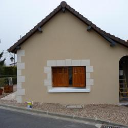 Rénovation mur extérieur avec décoration aspect pierre